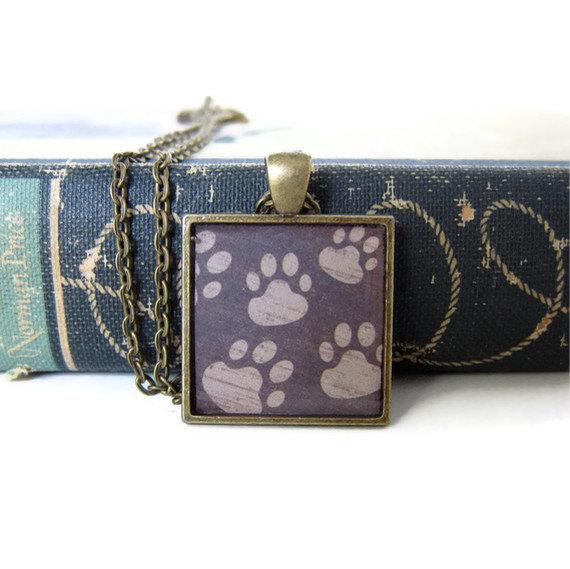 Paw Print Necklace, Paw Print Jewelry, Animal Tracks, Dog Paw Print, Paw Print Pendant, Resin Necklace, Resin Jewelry, Paw Necklace